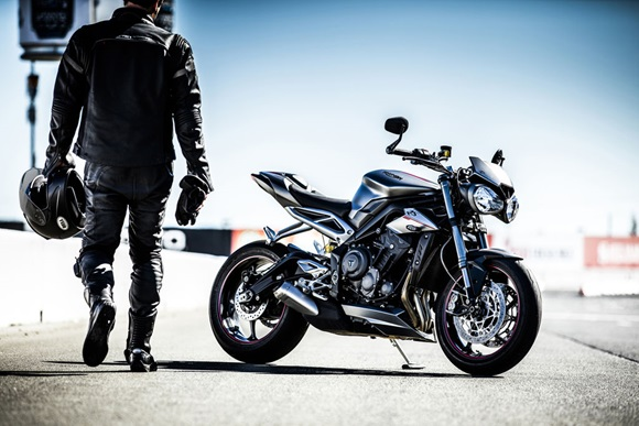 Street Triple & Speed Triple ARROWサイレンサープレゼント